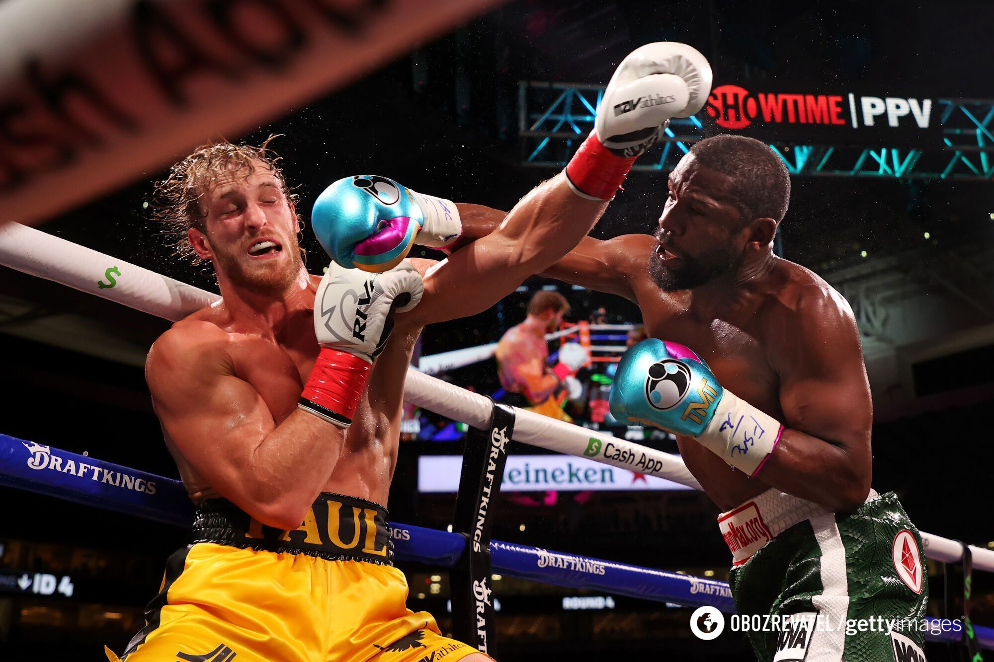 Мейвезер і Пол провели виставковий бій в Майамі.