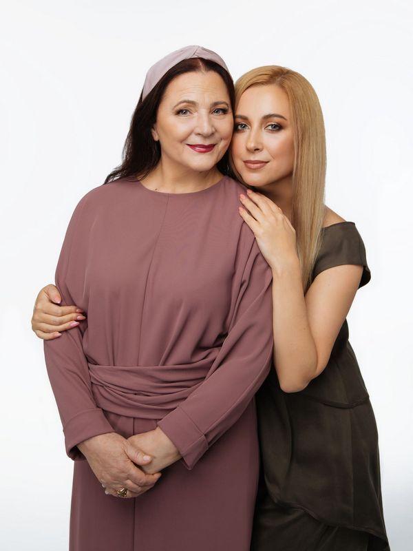 Ніна Матвієнко з дочкою Тонею.