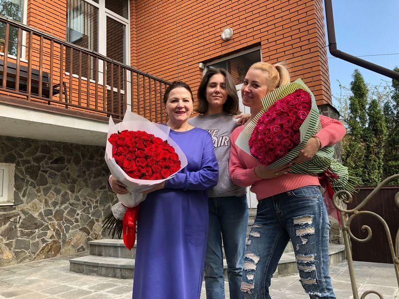 Ніна Матвієнко зі своєю сім'єю.