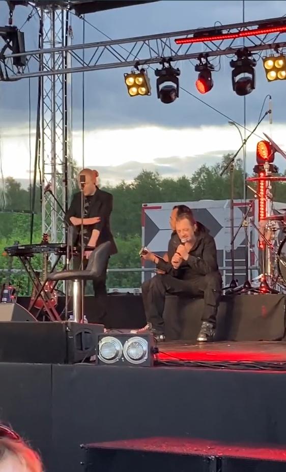 Глеб Самойлов вышел пьяным на сцену