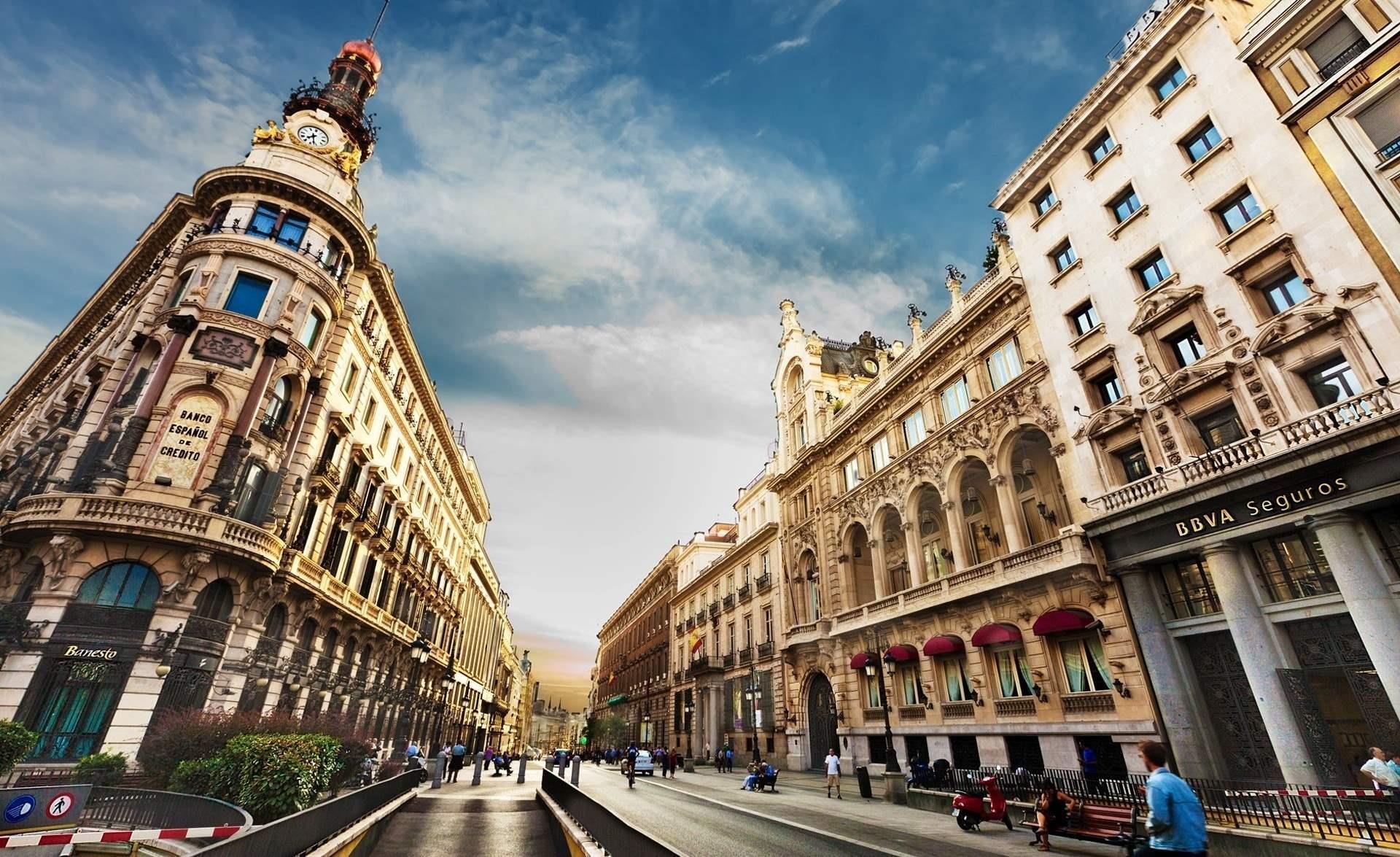 Испания открывается для туристов.
