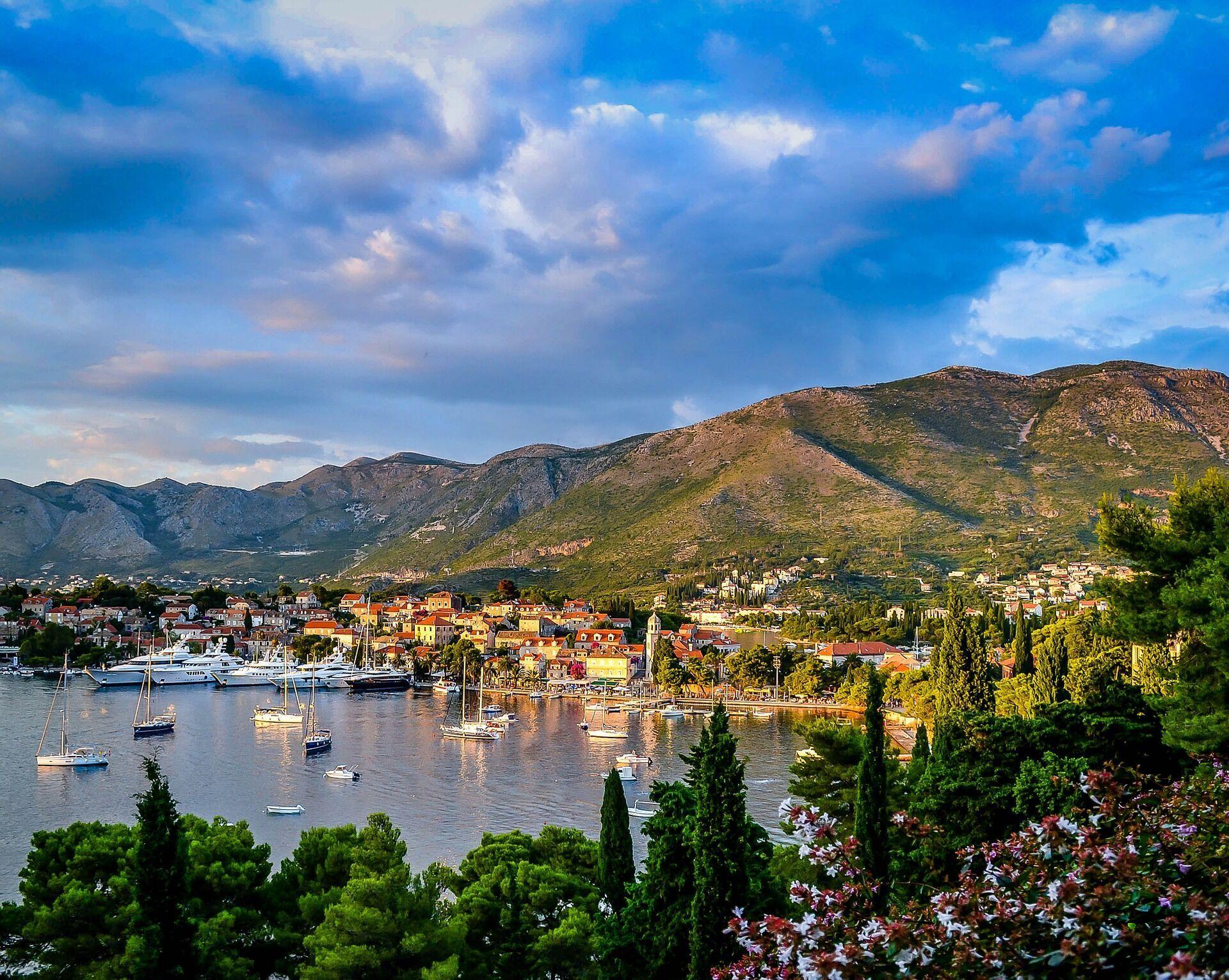 В Черногории можно снять комнату на вилле за 20-30 евро в день, а можно найти вполне комфортные апартаменты за 80-120 евро