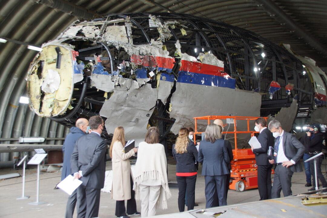 Судьям показали остатки воздушного судна