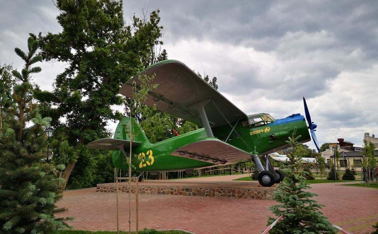 Знаменитый АН-2 теперь на вечной стоянке у корпусов политеха.