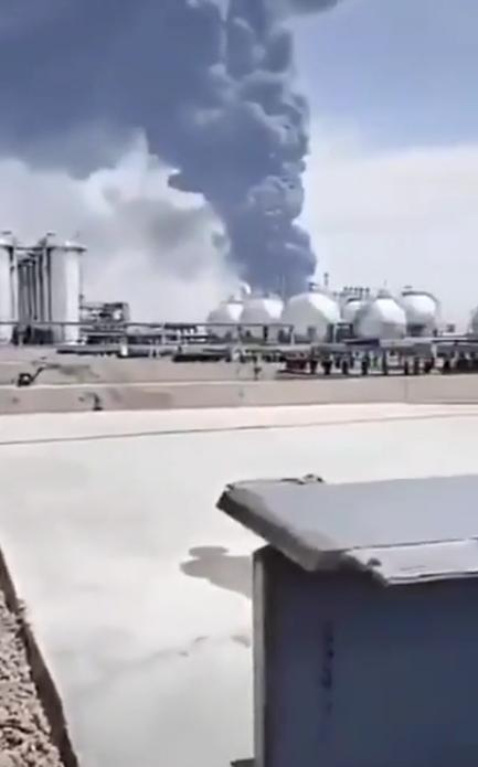 В Китае взорвался реактор на химическом заводе. Видео мощного пожара
