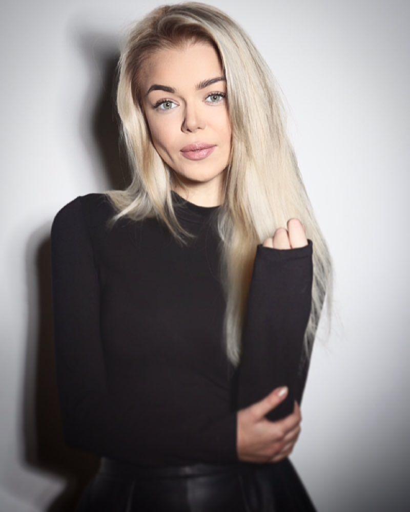 С ноября 2018 года певица выступает под новым сценическим псевдонимом GROSU