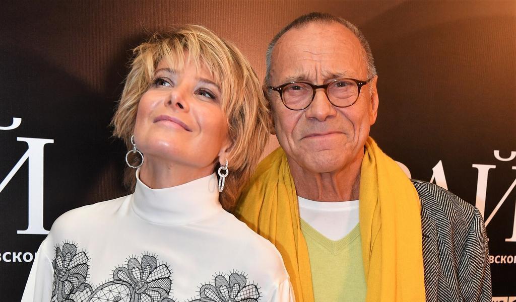 Высоцкая со своим 83-летним супругом.