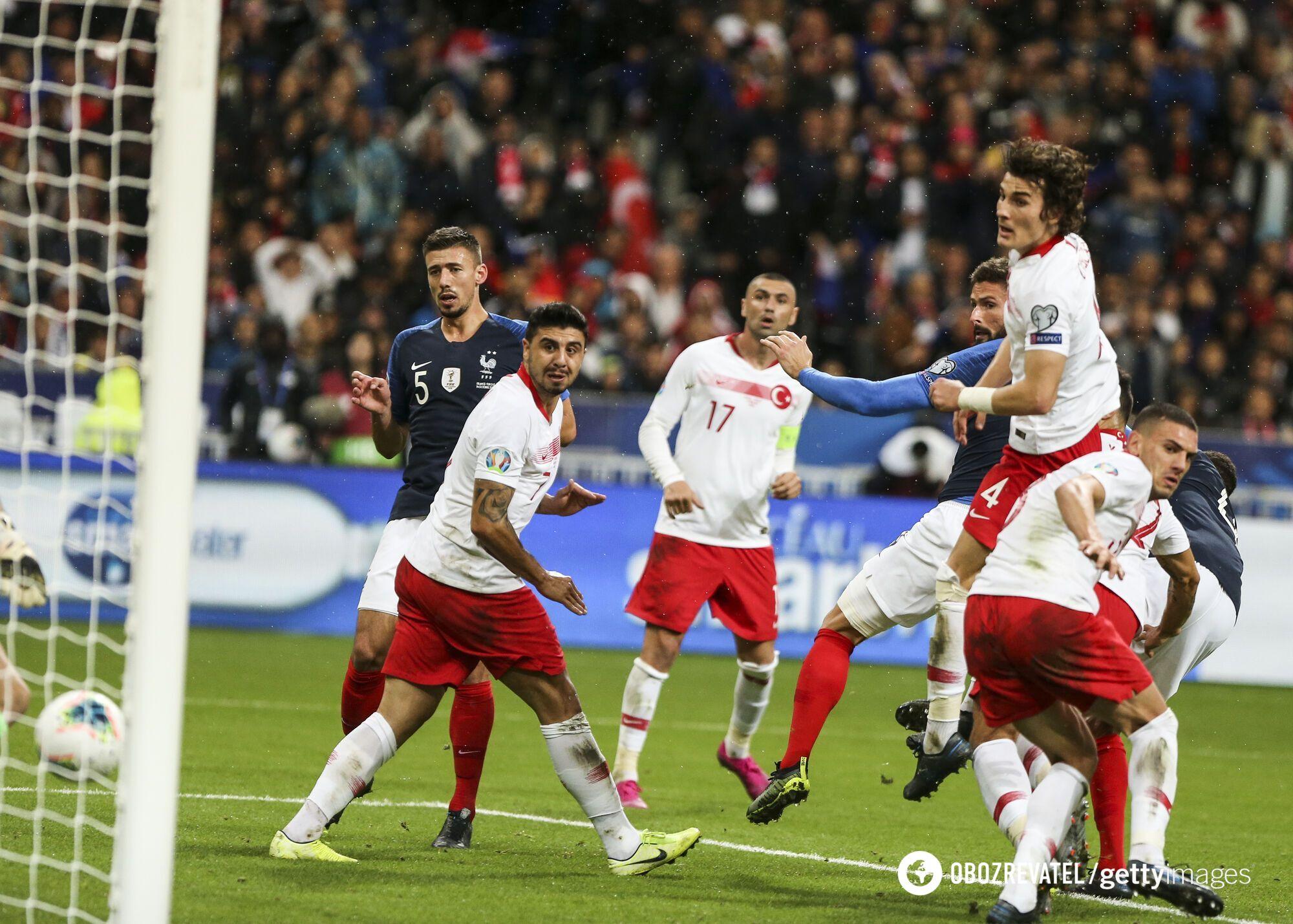 Збірна Туреччини в матчі з Франціею.