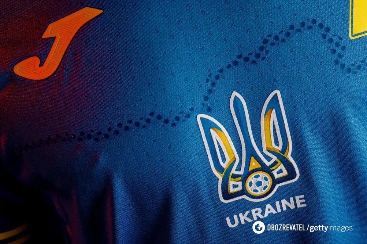 На форме сборной Украины изображена карта страны.