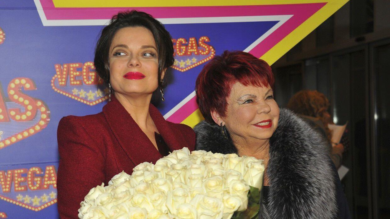 Наташа Королева со своей мамой.