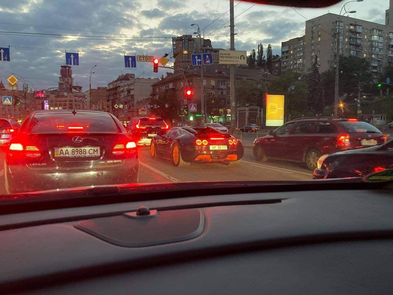 Один з 8 Bugatti Veyron Grand Sport Vitesse WRC у Києві