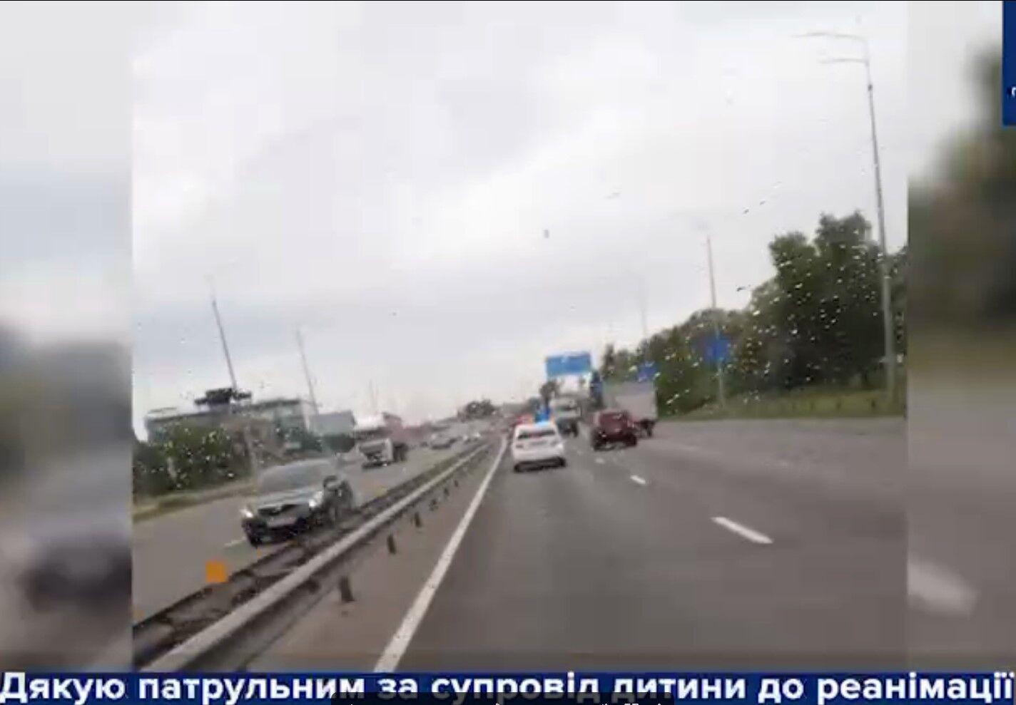 У Києві поліція допомогла доправити в лікарню маленького хлопчика.