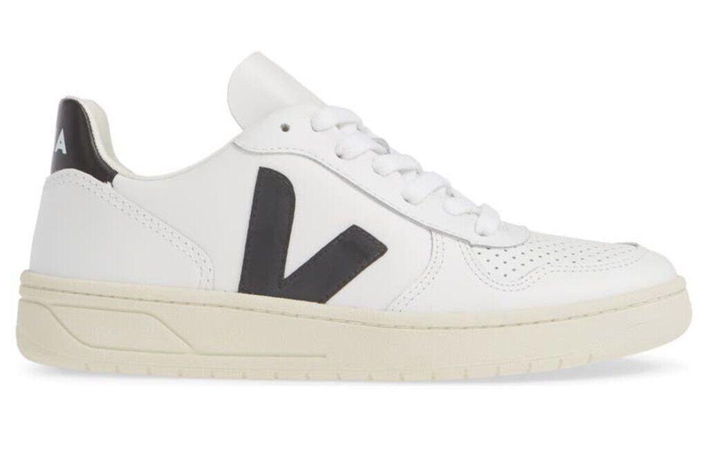 Стильні білі кеди від бренду Veja
