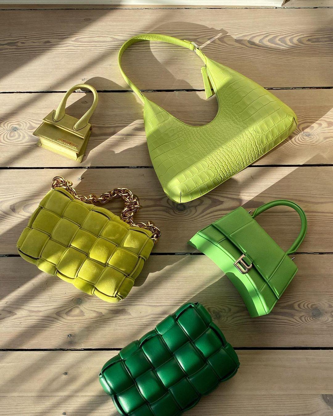 Модные цветные сумки