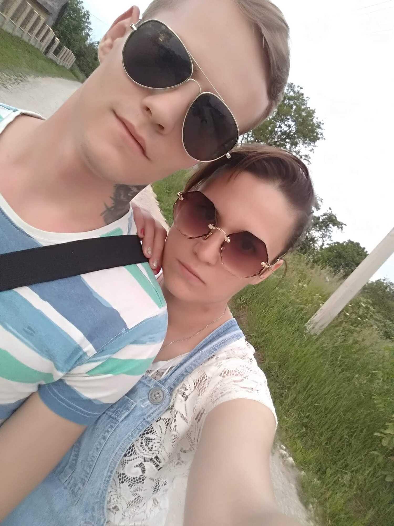 Олена зі Святославом, який випав із вікна військкомату