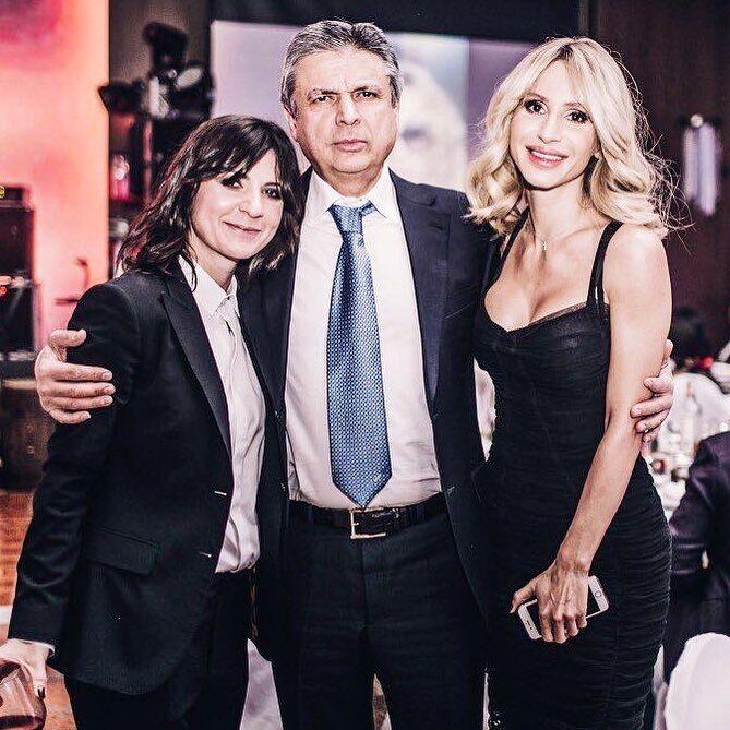 Нателла Крапівіна на фото з батьком і Світланою Лободою.