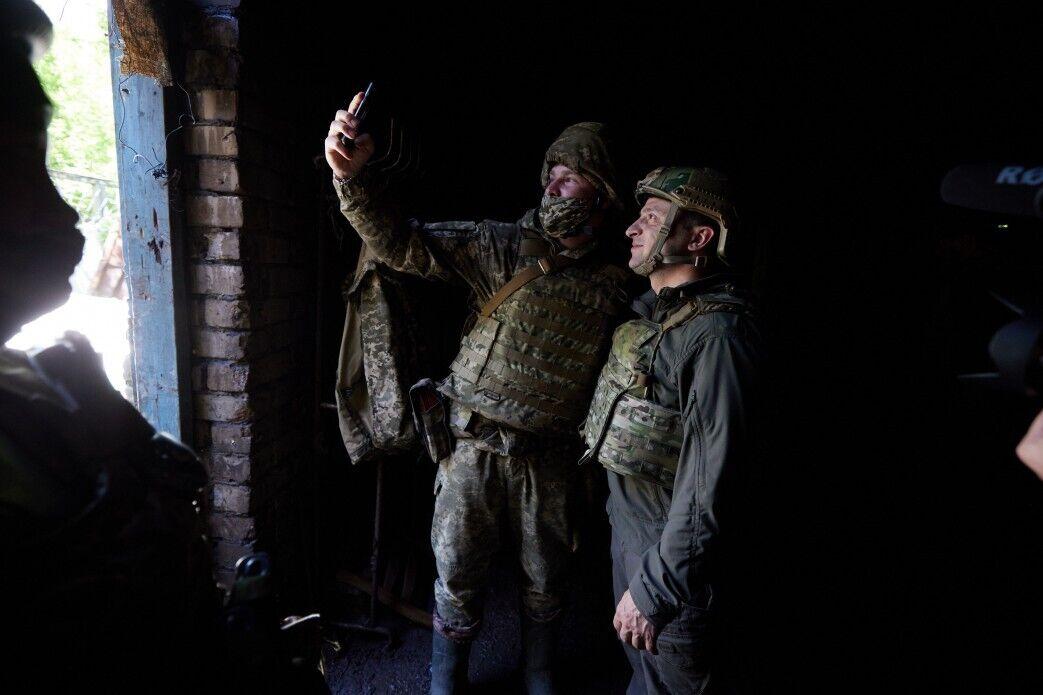 Український воїн сфотографувався із Зеленським