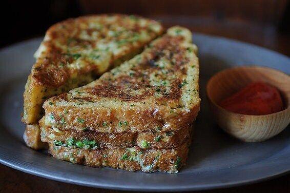Вкусные тосты с кинзой