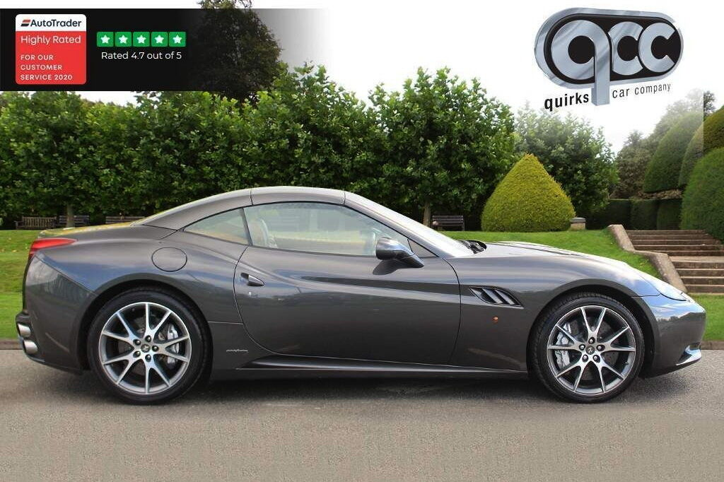 Автомобіль відрізняється рядом опцій, включаючи колір кузова