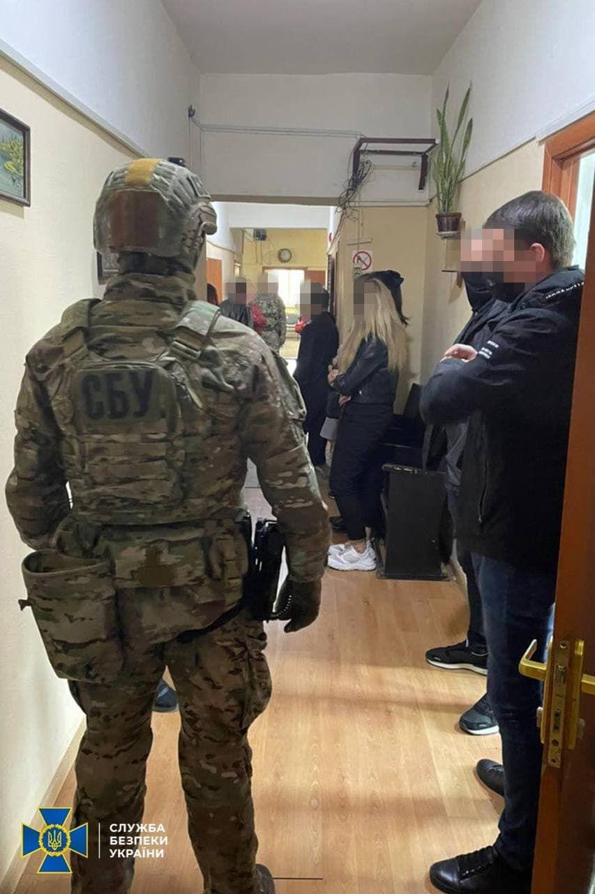 """В мае СБУ разоблачила банду копов-наркодилеров и фейковых """"советников"""" президента Украины"""