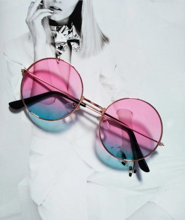 Модные очки с цветными линзами