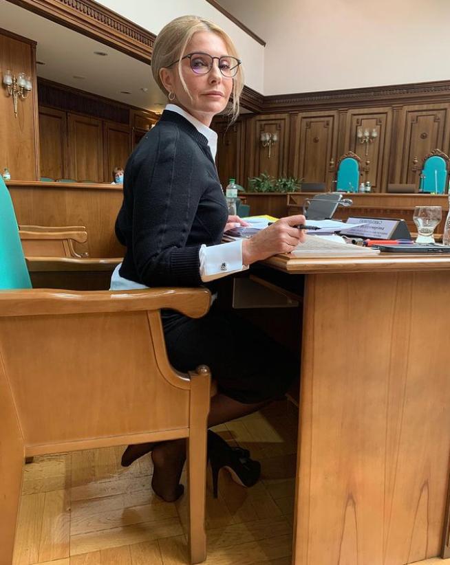 Юлія Тимошенко позує в стильному вбранні