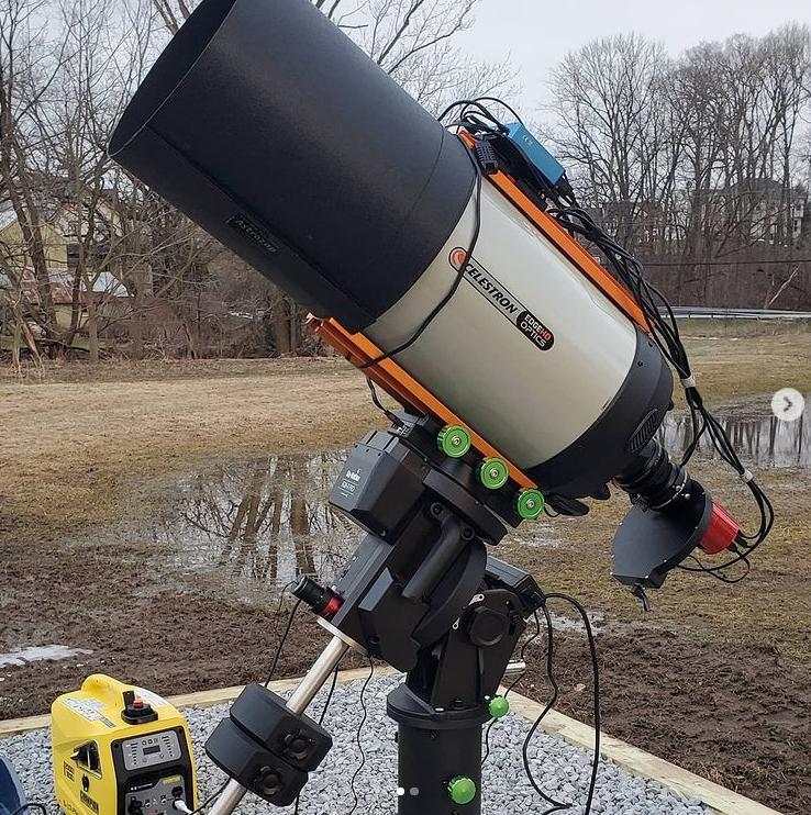 Устаткування, на яке знімає астроном
