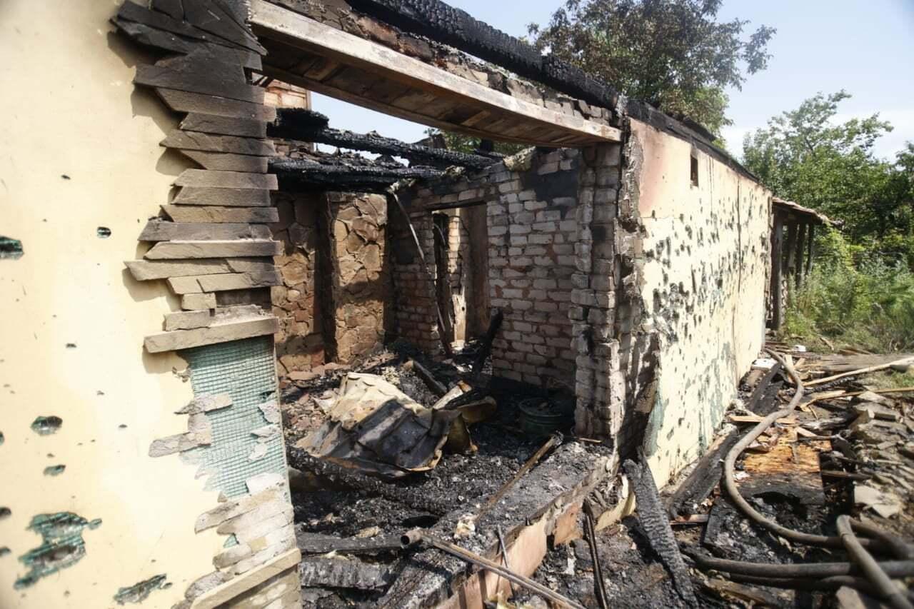 Обстрел мирных сел боевиками завершился пожаром.