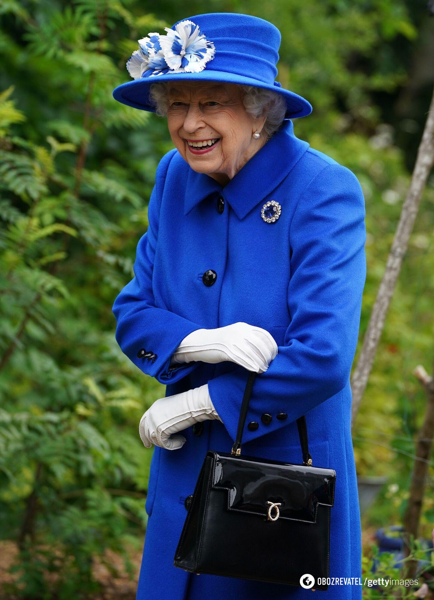 Королева з'явилася в яскравому образі