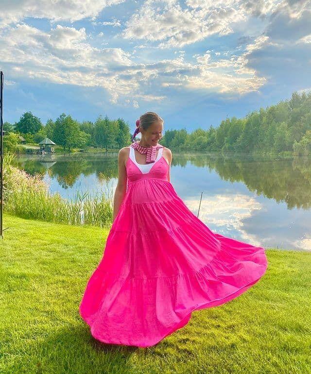 Осадчая в ярком платье