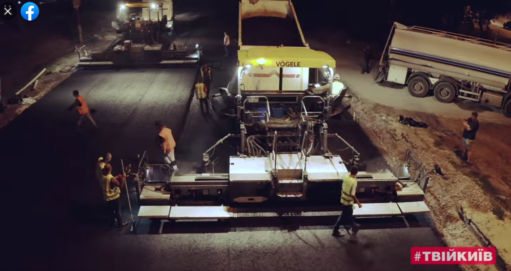 """Кличко показал ремонт Большой кольцевой дороги и заявил, что раньше там только """"латали ямы"""". Видео"""