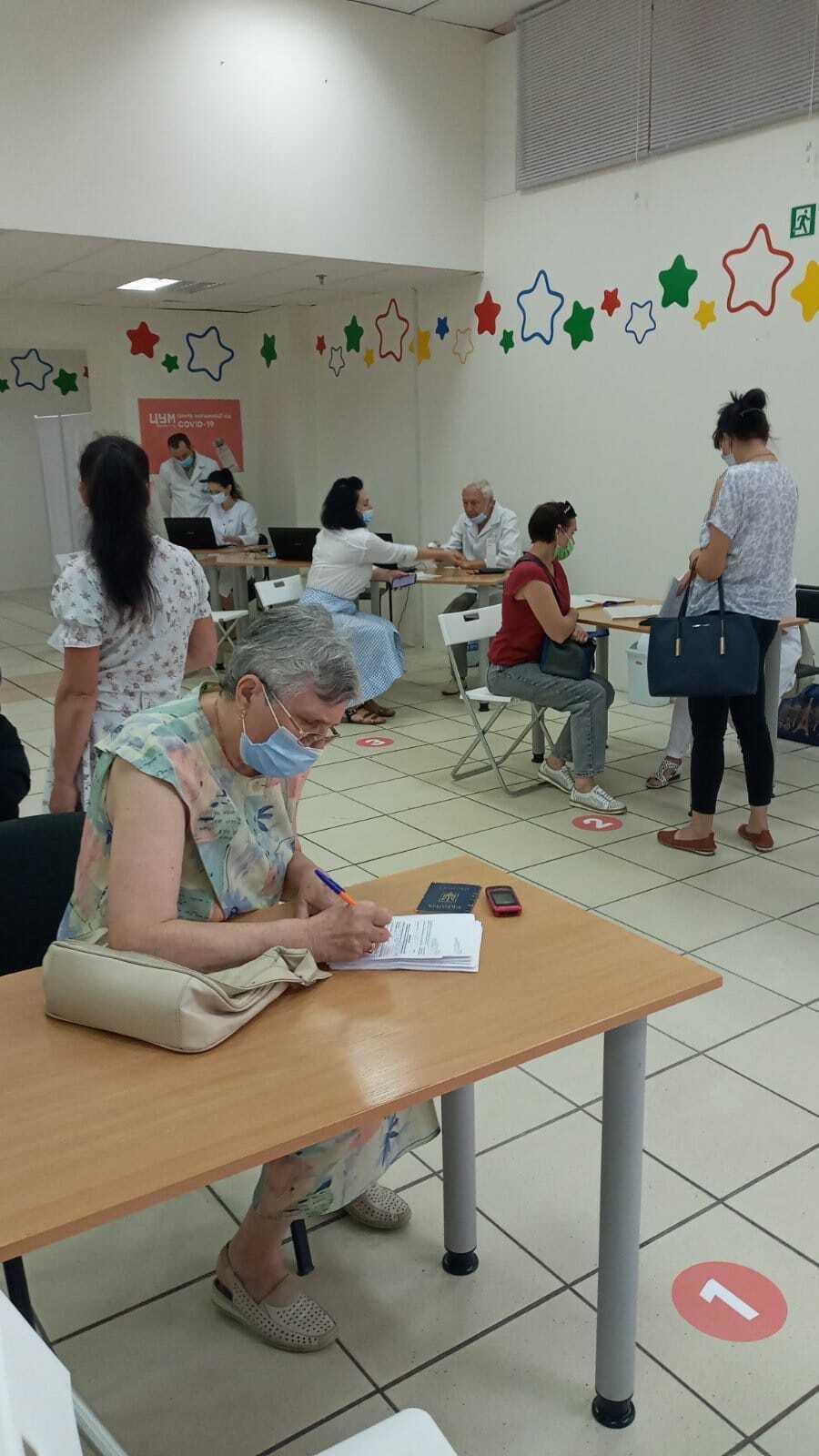 Вакцинація препаратом Comirnaty від Pfizer у Чернігові