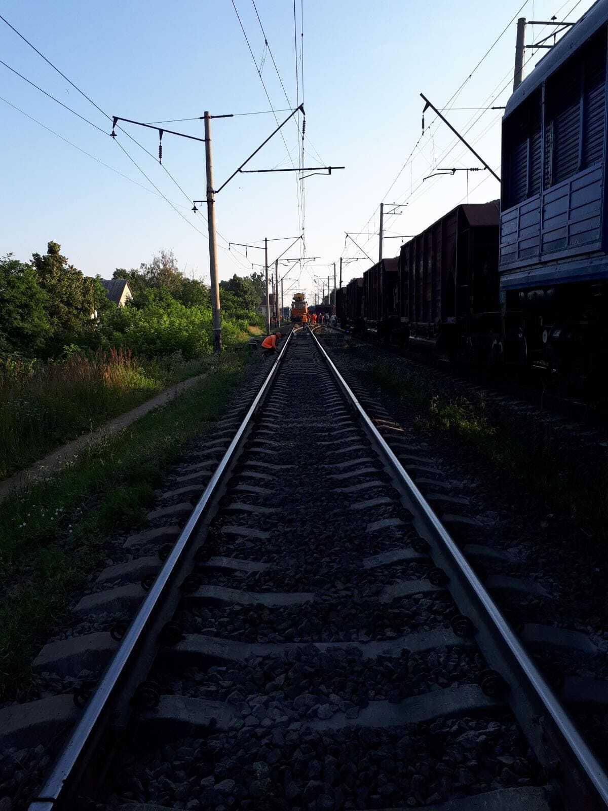 Задерживаются поезда.