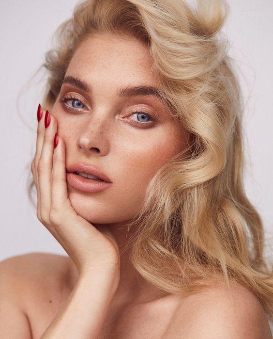 В тренде летом сияющий и натуральный макияж