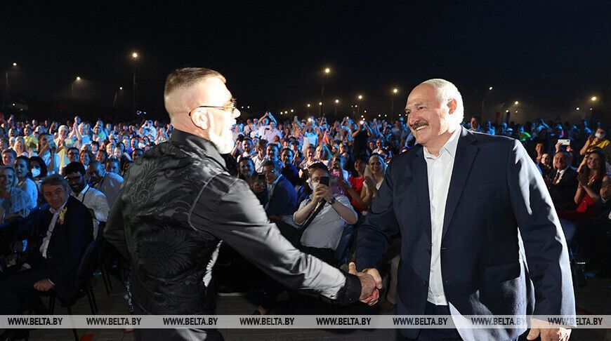 Рэпер пожал руку Лукашенко на концерте в Беларуси