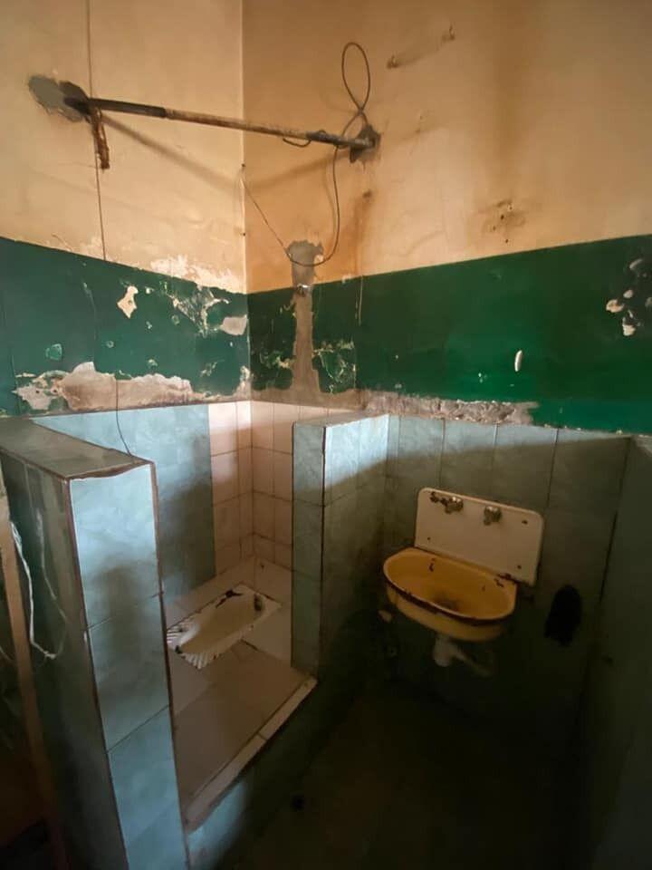 Туалет в камере до ремонта