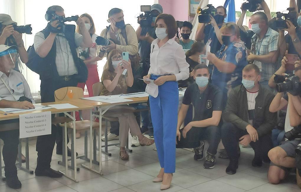 Санду проголосувала на виборах.