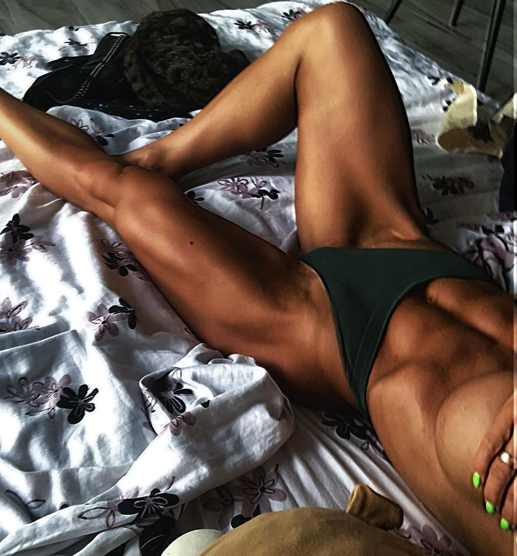 Юлия Мишура в кровати