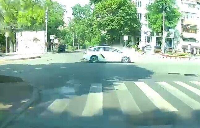 Toyota Prius зіткнувся із ВАЗ-2109