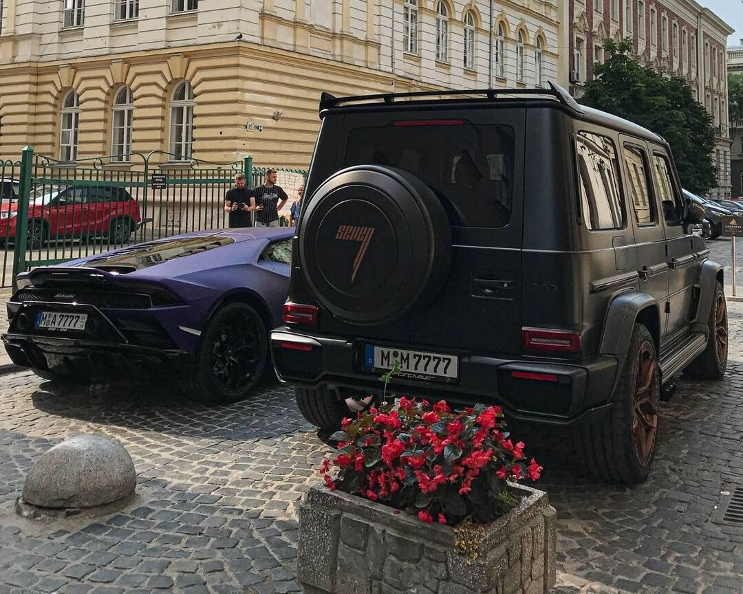 Lamborghini Huracan Evo RWD и Mercedes-Benz G63 AMG на улицах Львова
