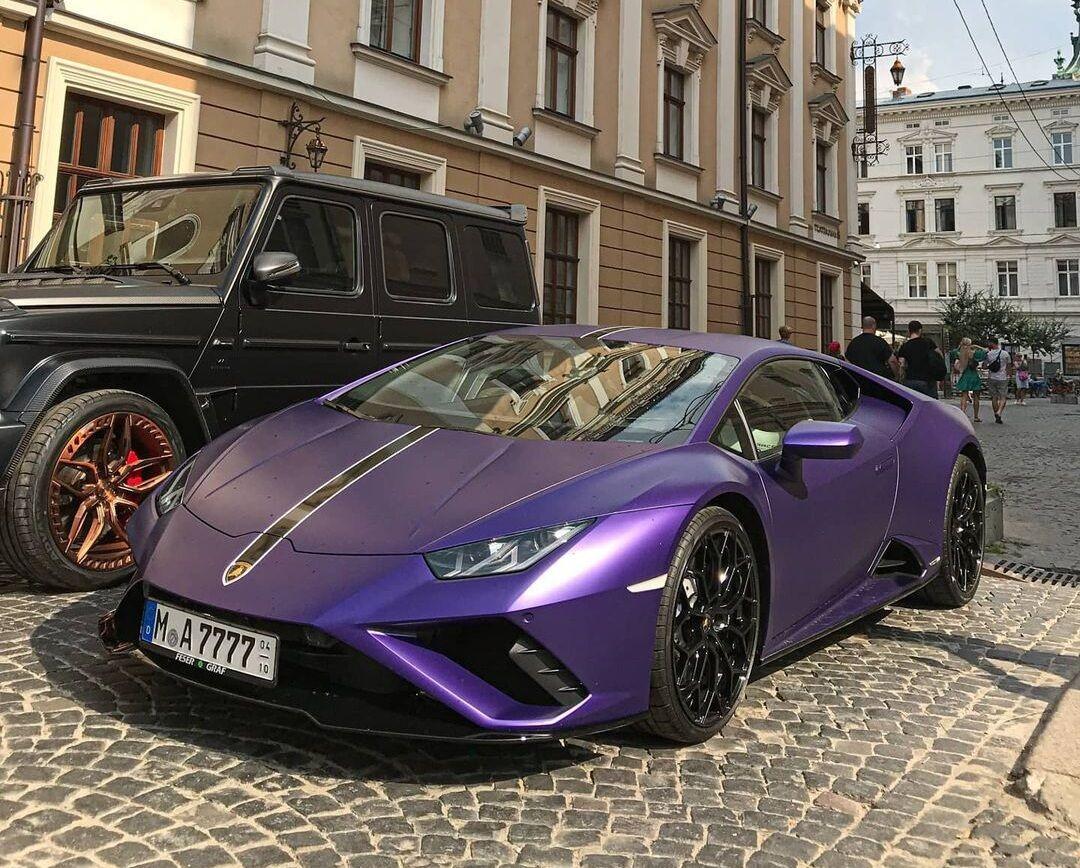 Итальянский суперкар Lamborghini Huracan Evo RWD