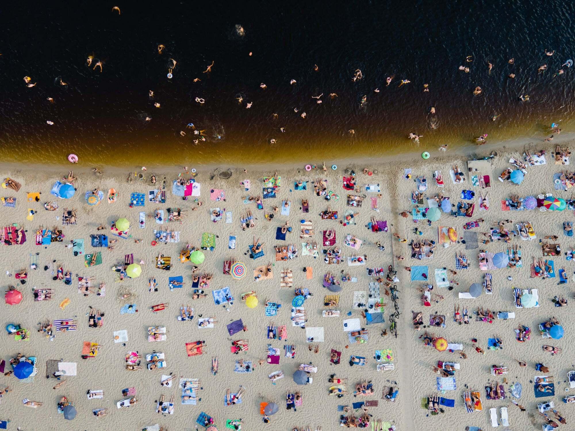 Пользователи активно обсуждали цвет воды.