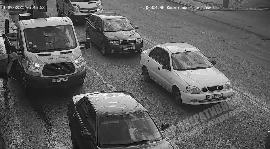 У Дніпрі люди Загіда Краснова протикали шини комунальникам: оголошено винагороду