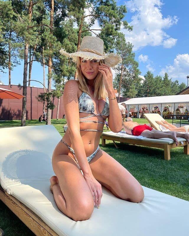 Леся Нікітюк засвітила фігуру в купальнику