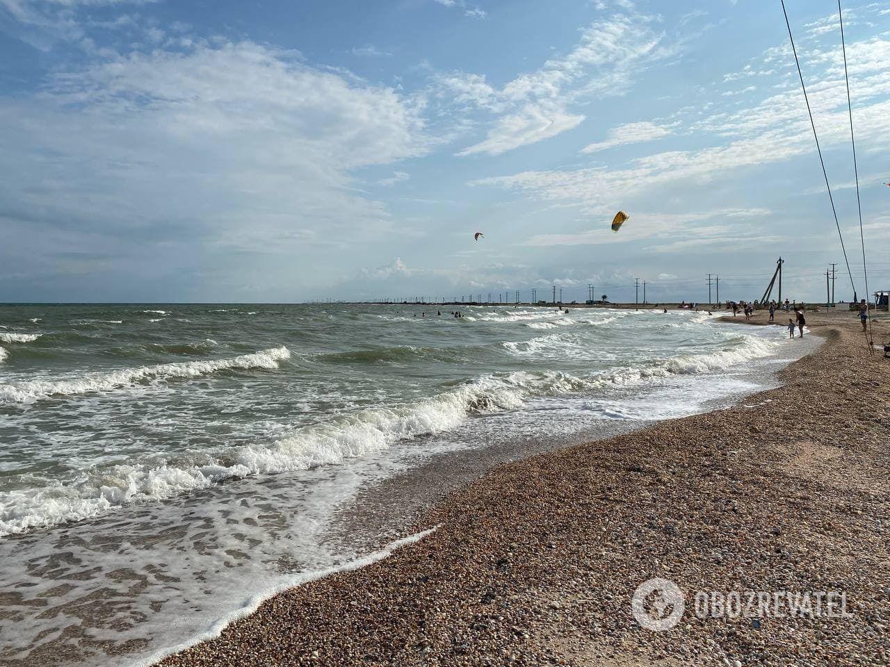 В конце Федотовой косы находится курортный поселок Степок с широкими песчаными пляжами