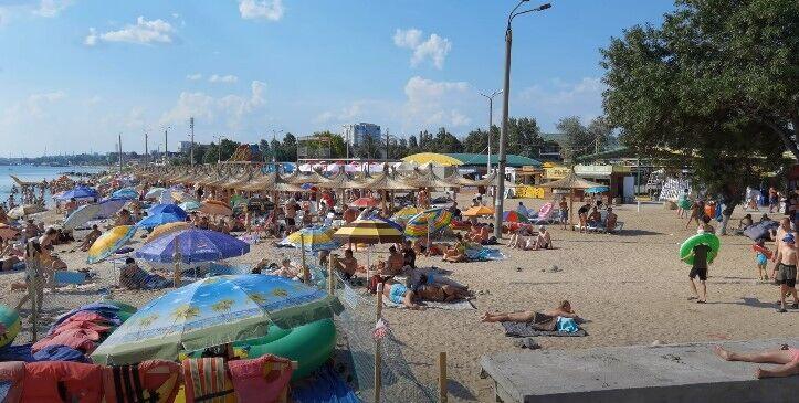Пляжі Бердянська забиті людьми
