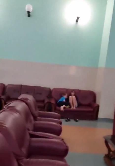 Адміністратор не давала спати дітям.