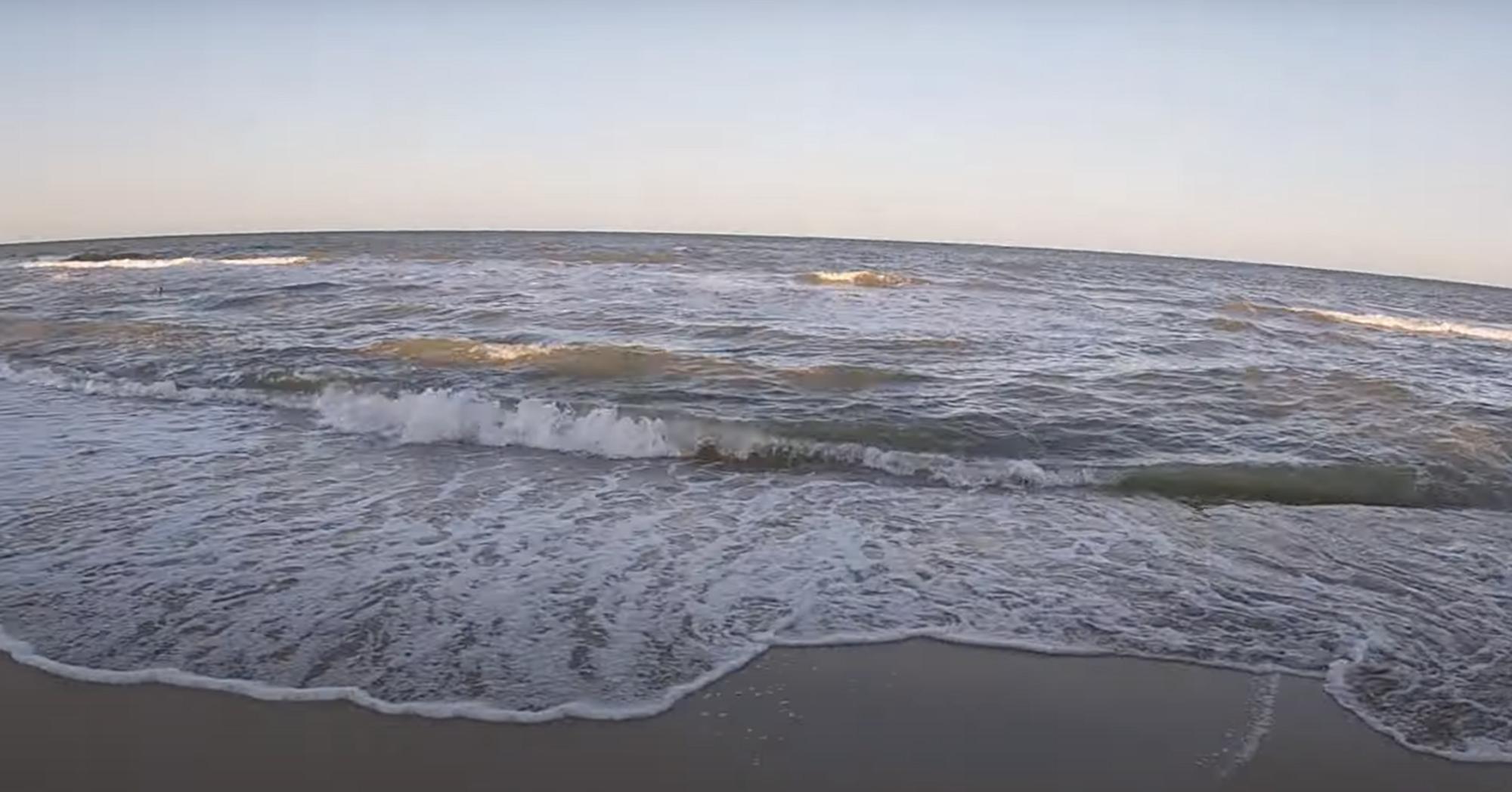Азовское море часто штормит.