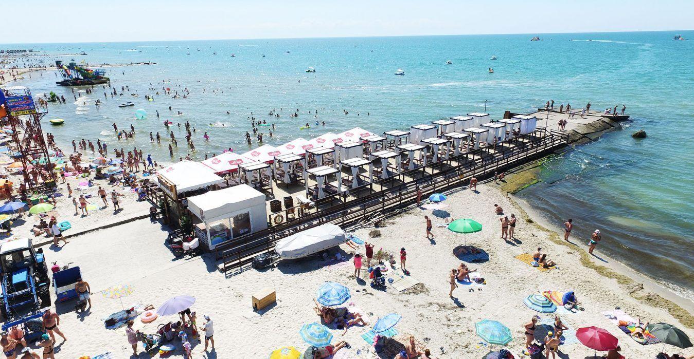 Сейчас в Железном Порту функционирует около 300 отелей, баз отдыха, пансионатов и домов в частном секторе
