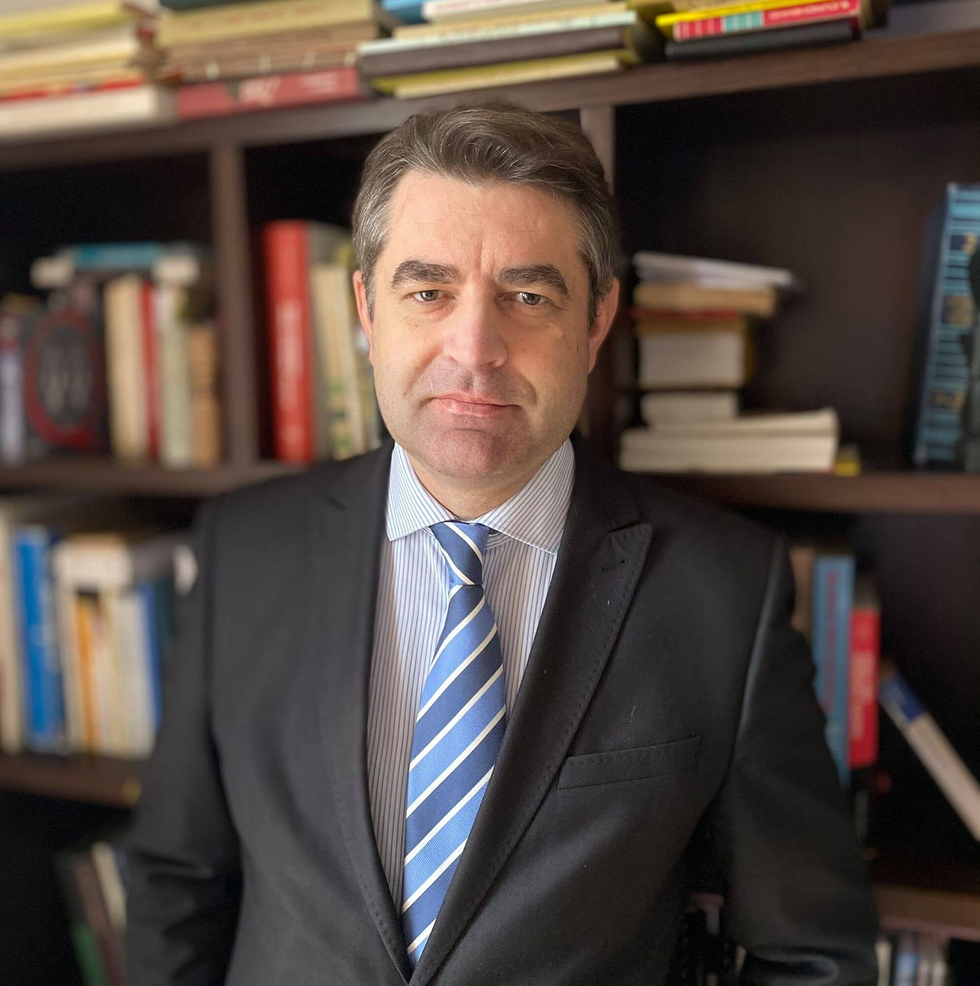 Посол Евгений Перебийнос